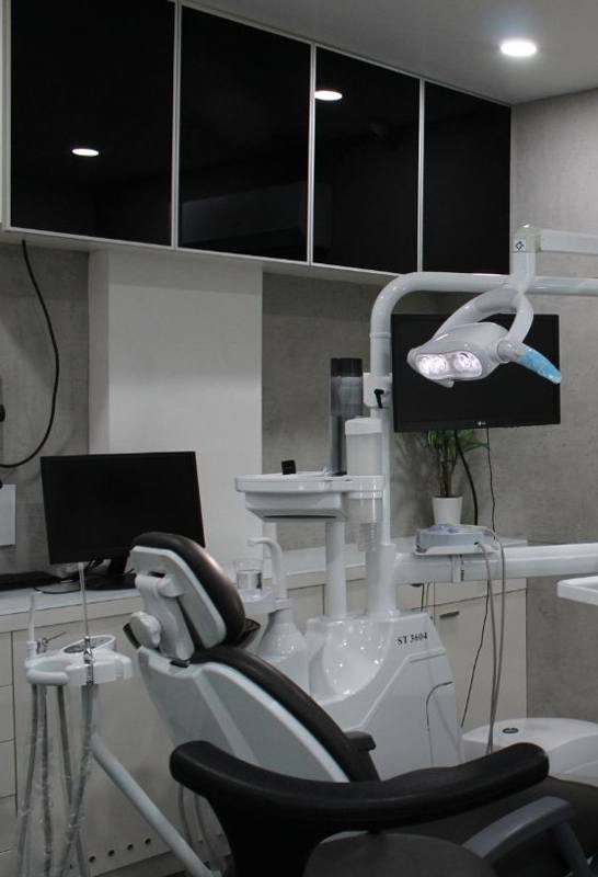 dr jaimin raval dentist near thaltej ahmedabad